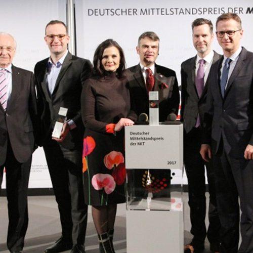 MIT Mitglieder auf der Bühne der Mittelstandspreis-Verleihung.