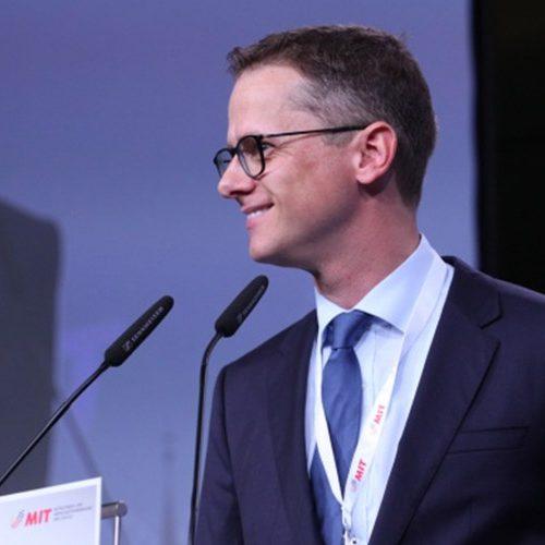 MIT Vorsitzender Carsten Linnemann am Rednerpult.